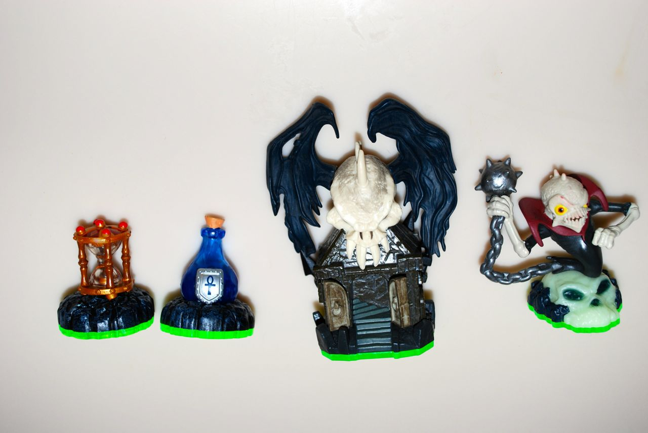 Skylanders Dark Light Crypt1